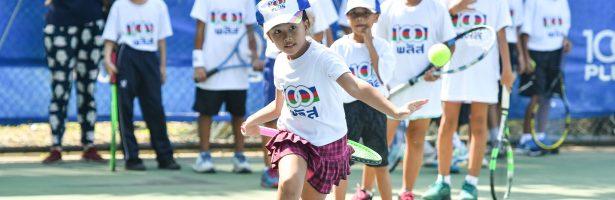 """เยาวชนนับร้อยร่วมติวทักษะลูกสักหลาด """"100 PLUS Tennis Clinic by Tamarine"""" ปี 2 สนามสุดท้าย"""